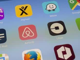 claves economia colaborativa airbnb uber